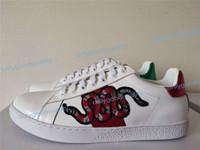 yeni gelenler spor ayakkabıları toptan satış-2019 Yeni Varış Moda Erkek Kadın Rahat Ayakkabılar Lüks Tasarımcı Sneakers Ayakkabı En Kaliteli Hakiki Deri Arı Işlemeli Boyutu 35-46