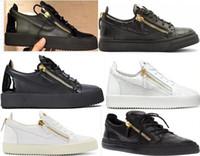 zapatos al aire libre grande al por mayor-Zapatillas de deporte de alta calidad para hombres y mujeres de moda Zapatillas de malla con cordones Zapatillas de deporte al aire libre Zapatos casuales de carrera grande talla grande 36-47