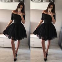 siyah diz boyu mezuniyet elbiseleri toptan satış-Kısa Kollu Siyah Homecoming Elbise Omuz Diz Boyu Yarı Örgün Parti Elbise Kısa Balo Abiye giyim Mezuniyet Elbiseleri Konuk Elbise