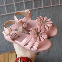 zapatos de vestir de niña rosa niños al por mayor-KissMud 2019 Kids Summer Pink Dress Shoes Baby Girls Nuevas flores de moda Sandalias suaves Toddler Black Cow Muscle Causal Sandals