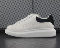 повседневная обувь для отдыха оптовых-Дизайнер Luxury chaussures Мужские женские повседневные кроссовки Chaussures Модные белые кожаные удобные туфли на плоской подошве для отдыха