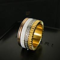 anel de cristais pretos venda por atacado-Venda quente no Oriente Médio anel de amor preto de Cerâmica de luxo e anel de cristal branco engrenagem Homens e Mulheres anel de casamento de aniversário jóias populares