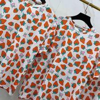 erdbeer-t-stücke großhandel-Luxus Europa Erdbeerdruck T-shirt Shorts Herren Designer T Shirts Damen Paar Hochwertige Sommermode Flut Rot T HFSSTX256