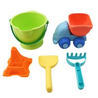 ingrosso set da giardino per bambini-Baby Soft Beach Toys Set Classic Plastic Play Sand Benne Rakes Pale Carrelli Car Children Garden Summer Seaside Toy For Kids
