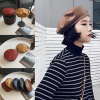 bayan bereleri satışı toptan satış-Vintage 5 Stil Kadınlar Katı PU Bere Şapka Fransız Sanatçı Sıcak Şapka Kış Kayak Kap Bayan Tüm Maç Şapka Moda Bereliler Sıcak satış
