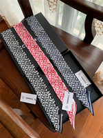 bandes de mode hommes achat en gros de-Nouvelle marque de mode foulard en soie hommes et femmes bande de cheveux d'impression marque écharpe sac à main décoration ceinture de soie 120 * 7 cm