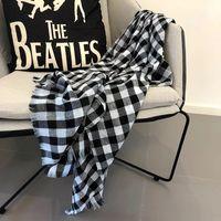 schwarzer weißer baumwollschal großhandel-2018 neue baumwolle und leinen schal schwarz und weiß plaid kunst männer frauen universal baita mode schal