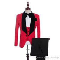 siyah takım elbise yelek toptan satış-Güzel Siyah Kadife Şal Yaka Damat Smokin Kırmızı / beyaz / siyah / kraliyet Mavi Erkekler Düğün İyi Adam Suits Blazer (ceket + pantolon + kravat + yelek)