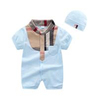 ropa popular de la marca del bebé al por mayor-marca muy popular patrón de los niños ropa de verano de manga corta mameluco del bebé con sombrero a cuadros conjunto de mono de los niños