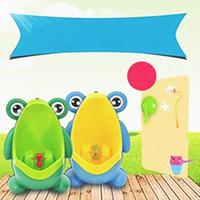 urinoir pour enfants achat en gros de-Enfants PP Grenouille Enfants Stand Urinoir Vertical Mural Urine Potty Groove Enfants Bébés Garçons Promotion Urinoir Formation De Bande Dessinée De Toilette