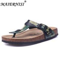 zapatillas de corcho de hombre al por mayor-Nuevas 2019 sandalias de los hombres zapatos de moda chanclas playa de los deslizadores sandalias de corcho del tamaño del verano de los deslizadores Remaches Diapositivas 35-45 Plus