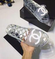 фирменные мужские сандалии оптовых-Фирменные женщины мягкие ПВХ дома тапочки Моды человек Письмо печати скольжения на резиновой подошве плоский слайд сандалии