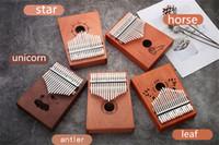 klavierzubehör großhandel-C003 Hohe Qualität 17 Tasten Kalimba Holz Mahagoni Body Daumen Klavier Musikinstrument Zubehör Farben können gewählt werden