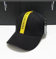 yaz şapkaları erkek toptan satış-Yaz BB Şapka Ile Snapbacks ve bb Nakış Yetişkinler Için Mens Womens / Ayarlanabilir Kavisli Beyzbol Kapaklar / Tasarımcı Güneşlik