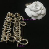 taş broş pimleri toptan satış-Moda inci veya taş Harfler broş lüks desinger CC Klasik moda sembol broş moda pin aksesuarları parti hediye