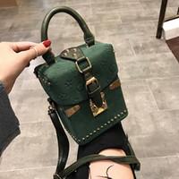 bolsos de piel europea al por mayor-Remache bolsos para las mujeres 2019 mujeres cuadradas bolsa de diseñador bolso Messenger caja cuadrada Paquete mano damas monedero