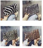 ingrosso sacchi a freddo di stampa di leopardo-Commercio all'ingrosso Blanks Faux Learther Materiale leopardo stampa modello animale Donne Wristlet Fashione Pochette regalo di Natale per