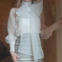blusas de organza de mujer al por mayor-Arco Blusas Mujer Para la vendimia 2 colores Blanco y Negro diseñador de moda de la camisa de manga larga del hilado de organza Loose cuello de solapa de lujo