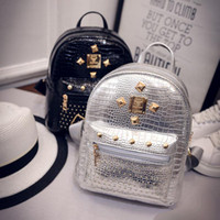 ingrosso zaino in pelle pu nero-Crocodile Rivet Silver Black Gold Backpack Nuovo Design Fashions Borse Donna Girls Travel Small Backpack PU Leather Shoulder Bags