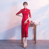 8eb077dfe 2018 vestido de novia chino rojo femenino de manga corta de manga corta  cheongsam delgado vestido tradicional chino mujeres Qipao para el banquete  de boda