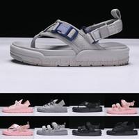 hombres mocasines grises al por mayor-2019 Summer Cool Grey Cute Pink Rome Style Sandalias de diseño Mujeres Chica Moda Slides Zapatillas Hombre Pisos Chanclas Mocasines Zapatos casuales