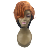perruque brune frisée achat en gros de-Perruque synthétique brune superposée légèrement en maille avec perruque synthétique surlignée dans le côté de Bob Perruque synthétique froncée sur le côté Bangs Perruque courte frisée pour femme
