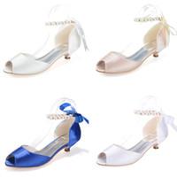 zapatos peep de tacón bajo al por mayor-0700-11 Blanco Azul Marfil Champán Satén Con cordones Zapatos de novia de noche Perlas de imitación Bombas 3.5cm Tacones bajos Peep Toe Zapatos de baile de novia