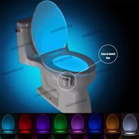 nachtlichtfarben großhandel-Toilettensitz Beleuchtung Bewegungssensor 8 Farben Hintergrundbeleuchtung Automatische Nachtlampe Licht LED Wc Lampe Neu