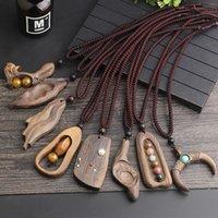 1pc Rétro Bois Sculpté Feuilles Pendentif long pull collier pendentif pour femmes