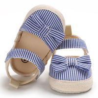 lindas sandalias de lazo negro al por mayor-Sandalias de lona para bebés de alta calidad para niños Zapatos de bebé de rayas negras, azules y rosadas Zapatos para bebés pequeños Corbata de lazo linda Sandalias suaves