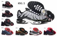 zapatillas de malla de corte bajo al por mayor-Diseñador de zapatillas de deporte en gris claro Zapatillas de deporte para hombre Correr Acolchado Estudiante Joven Malla Transpirable Ligero antideslizante Casual Zapatos de corte bajo