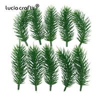 niños agujas de plástico al por mayor-10 UNIDS Plástico Flores Artificiales Plantas Verdes Agujas de pino Hogar Navidad artesanía Decoración Niños Regalos Ramo A0701