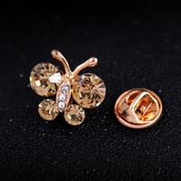 buenos broches al por mayor-Broches bonitos para la boda 3 colores para elegir Broche de mariposa de diamantes de imitación para mujer Joyería de moda Buen regalo Broches de Navidad