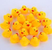 kauçuk ördek hediyeleri toptan satış-Ördek Oyuncak Bebek Banyo Su Sesleri Mini Sarı Kauçuk Ördekler Banyo Küçük Ördek Oyuncak Çocuk Yüzme Plaj Hediyeler DHL