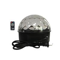 rotierende kristallkugel großhandel-Haushalt Sound Active LED-Effekte Fernbedienung Bühnenbeleuchtung Crystal Magic Ball Lasereffekt KTV Bar Rotierende bunte Blitzlampe
