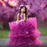 vestidos de niña de flores de volantes hermosa al por mayor-Hermosos niveles de la capa de volantes vestidos de niña de las flores fucsia 2020 lindas flores sin mangas con cuello halter Vestido largo formal para adolescentes