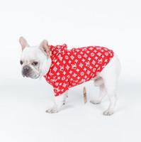 ropa de sudadera al por mayor-Diseño de marca Sudaderas con capucha para perros Carta Impreso Sudaderas con capucha para perros Sudaderas con capucha para mascotas Otoño Ropa para mascotas Peluche Cachorro Ropa nueva para mascotas