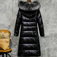 abrigo negro brillante al por mayor-Las mujeres cubren con una chaqueta de invierno brillante chaqueta plisada gran cuello de piel con capucha blanca pato abajo hembra abrigos térmicos NEGRO