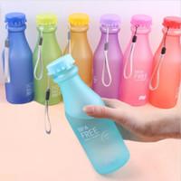 bouteilles de bonbons achat en gros de-Couleurs de bonbons bouilloire en plastique givré incassable 550mL bouteille d'eau portable gratuite pour le yoga en cours d'exécution Camping