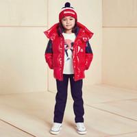 niños bebés chaquetas impermeables al por mayor-La niña de la ropa muchachas de los muchachos de la chaqueta chaqueta de abrigo de invierno con capucha de los niños Carta impermeable abajo cubren sobretodo de la chaqueta Outwear