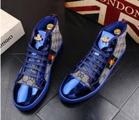 blaue männer schuhe stil großhandel-Hohe Qualität Mode Männer High Top Britischen Stil Rrivet Schuhe Männer Kausalen Luxus Schuhe Rot Gold Blau Bottom Gummi Kleid Schuhe für Männer 38-44