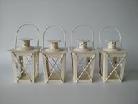 ingrosso lanterne nere di nozze metalliche-Portacandele in metallo bianco / nero Lanterna in ferro Candelabri matrimonio Centrotavola candelabri matrimonio Lanterne marocchine Lanterna candela