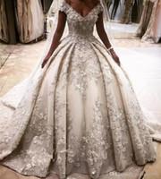marfim casamento designer vestidos venda por atacado-Luxo marfim mangas tampadas designer de vestidos de casamento 3d flor apliques de renda puffy casamento vestidos de noiva vestidos de casamento catedral trem