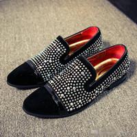 zapatos planos con cuentas de strass al por mayor-Diseñador de moda de lujo Marca Negro Rhinestones Mocasines zapatos de los hombres Pisos Banquete de boda Fondo rojo con cuentas caballeros zapatos de vestir