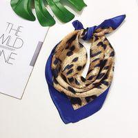 ingrosso sciarpa di stampa del leopardo blu-Sciarpa blu di lusso stampa Leopard Print Joker piccole sciarpe quadrate in seta 50 * 50cm