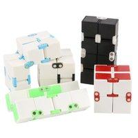 ingrosso giocattoli di classe-Fidget Infinity Cube Punta delle dita Giocattolo Per ansia da decompressione Giocattolo Novità e bavaglio Classe di lavoro o Intrattenimento domestico Scelta multicolore Magia