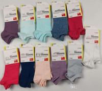 calcetines de verano de marca al por mayor-Summer designer brand women Socks UA Crew Tobillo Calcetines cortos de corte bajo Medias bajas de verano Zapatillas de calcetines de corte bajo para niñas con etiqueta C62911