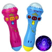karaoke oyuncak toptan satış-Aydınlatma Oyuncaklar 2019 Sıcak Komik Kablosuz Mikrofon Model Hediye Müzik Karaoke Sevimli Mini Fun Çocuk Oyuncak Hediye