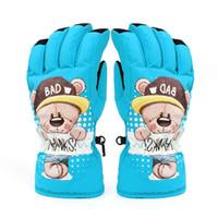 guantes de guantes de oso al por mayor-Los guantes de esquí espesan a los niños de algodón a prueba de viento cálidos y impermeables al aire libre juegan cinco guantes, mal oso encantador guantes súper cálidos