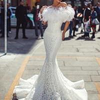 vestidos de noiva emplumados ombros venda por atacado-2020 branco longo sereia vestido de noiva com tumblet pena vestidos de noiva sexy festa formal desgaste fora do ombro